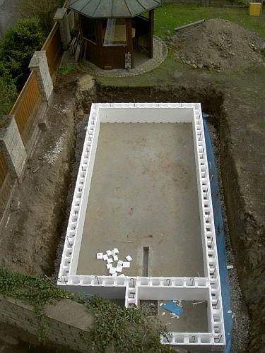 aufbau der isoliersteine f r den pool. Black Bedroom Furniture Sets. Home Design Ideas