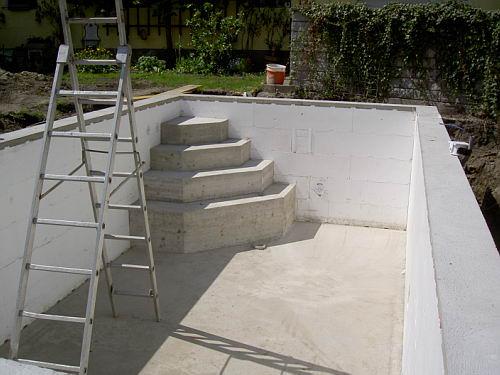 Einstieg f r den pool betonieren - Pool ohne beton ...